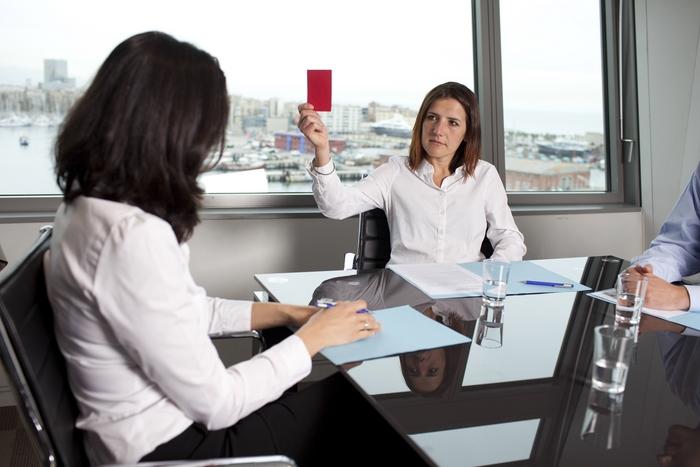 Увольнение в связи с нарушениями, допущенными при трудоустройстве