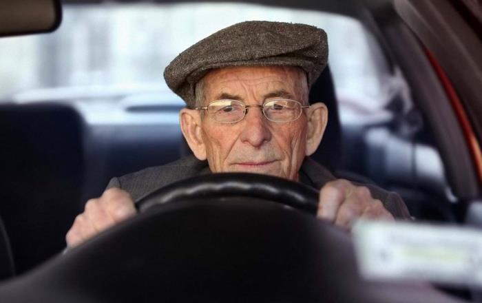 Какие положены льготы пенсионерам по транспортному налогу?