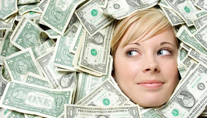 Кому выдаются деньги в долг?