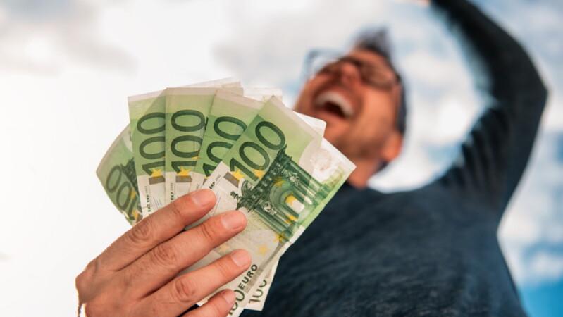Поиск денег приводит к выбору