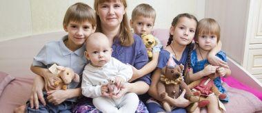 Какие пособия положены многодетным семьям?