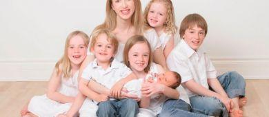 Когда назначается досрочная пенсия для многодетной матери?