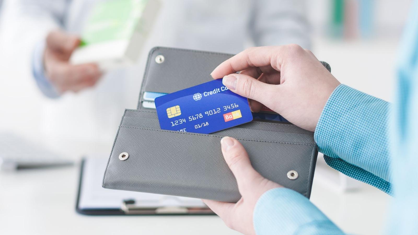 chem-otlichaetsya-debetovaya-karta-ot-kreditnoj_11